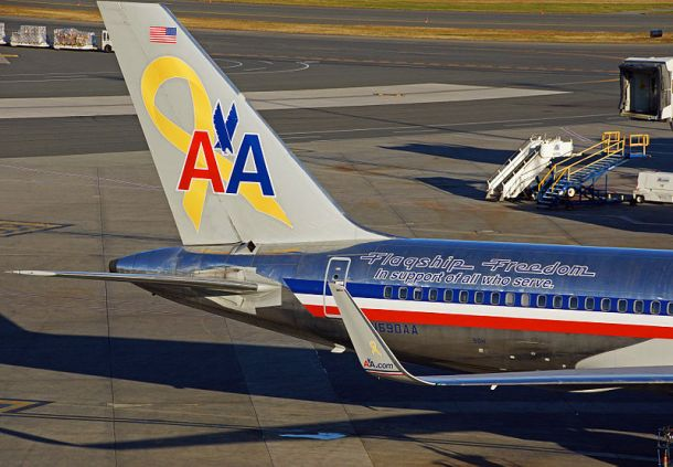 American Airlines tribute of support for all who serve in the United States military. Boeing 757 N690AAAuthor Anthony92931