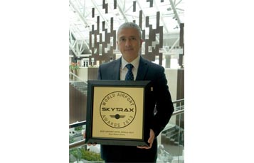 Kevork Deldelian, General Manager Oryx Rotana, proudly shows off Qatar Airways' award for Best Airport Hotel In Middle East, the second year that the airline has received the coveted prize.