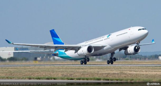 A330-300_Garuda_take_off