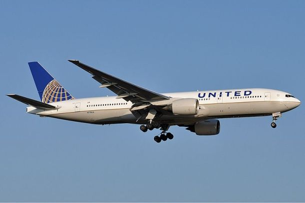 United Airlines Boeing 777-200 Source: http://www.airliners.net/photo/United-Airlines/Boeing-777-222/1875952/L/ Author: Jules Meulemans
