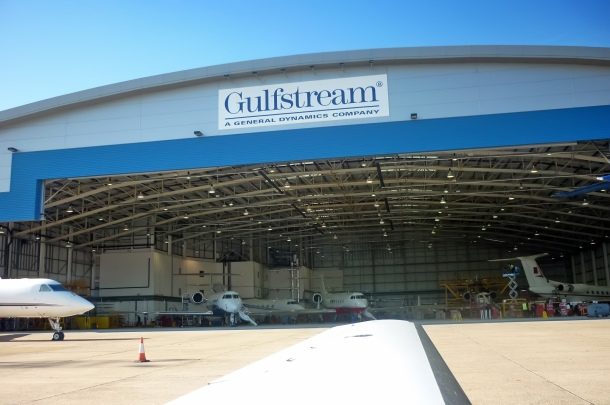 Gulfstream Luton's new 75,000-square-foot hangar can accommodate 10-12 Gulfstream aircraft, depending on the mix of large-cabin and mid-cabin models. Source / Author: www.gulfstream.com