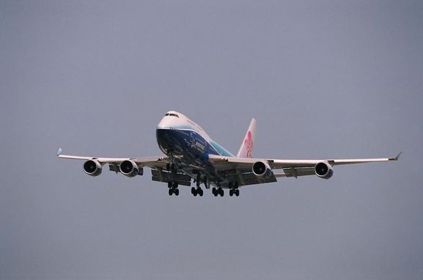 China Airlines Boeing 747-400 (B-18210). Author: PADAI