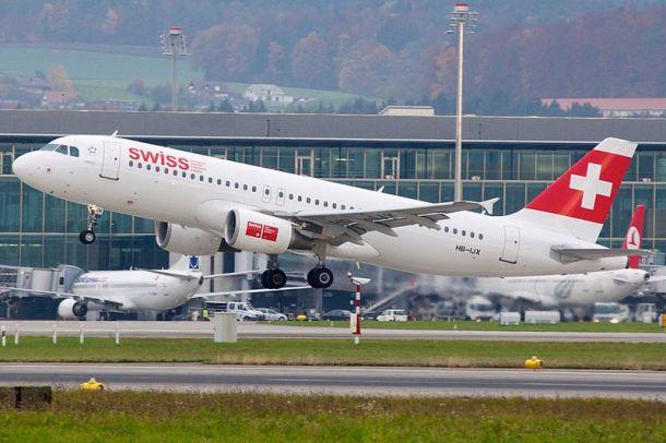 Airbus A320-200 HB-IJX of Swiss International Air Lines in Zurich International Airport, Switzerland. Author: BriYYZ