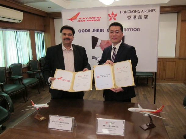 Mr. Li Dianchun, Commercial Director of Hong Kong Airlines (right), and Mr. Pankaj Srivastava, Commercial Director of Air India, signed a code share agreement at Delhi