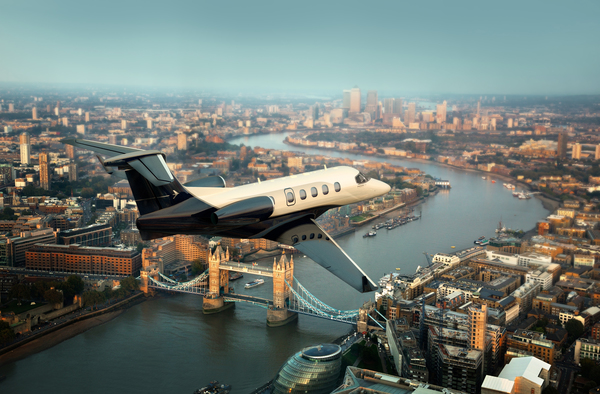 Phenom_300_over_London_full