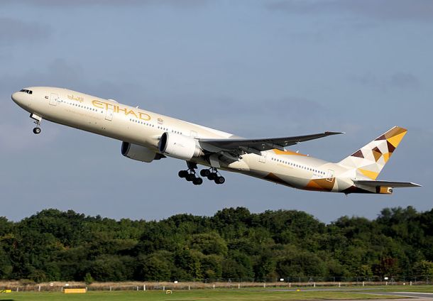 By Paul Spijkers - http://www.airliners.net/photo/Etihad-Airways/Boeing-777-3FX-ER/2697553/L/, GFDL, https://commons.wikimedia.org/w/index.php?curid=43190554