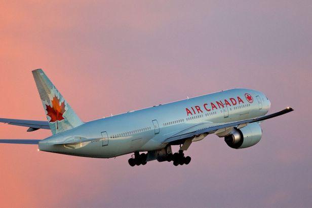 1024px-air_canada_boeing_777-200lr_toronto_takeoff