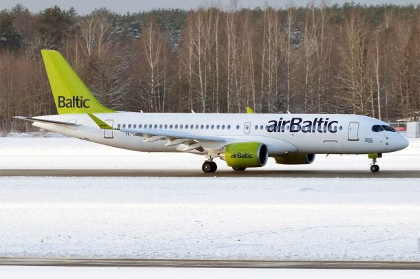 By Anna Zvereva from Tallinn, Estonia - Air Baltic, YL-CSA, Bombardier CS300, CC BY-SA 2.0, https://commons.wikimedia.org/w/index.php?curid=53851663