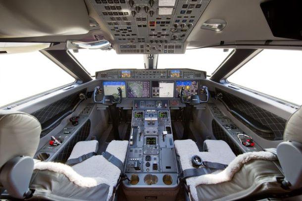 gulfstream_g650er_flightdeck_001_61bf3d65-e623-42d7-a6a9-257ac1d79c0b-prv