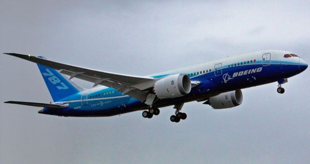 Por 787_First_Flight.jpg: Dave Sizerderivative work: Altair78 (talk) - 787_First_Flight.jpg, CC BY 2.0, https://commons.wikimedia.org/w/index.php?curid=8775802