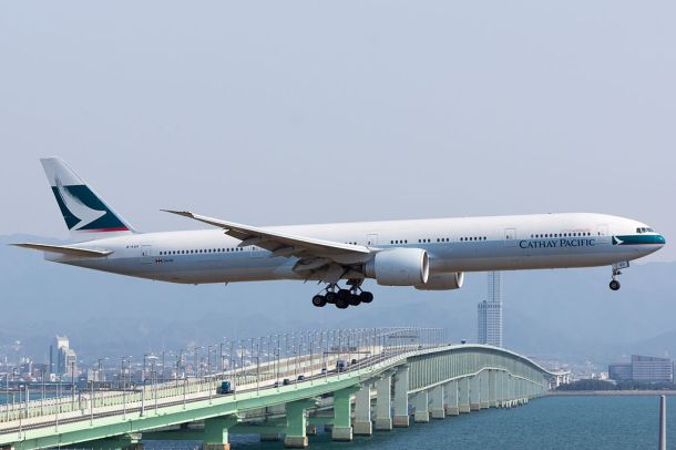 cathay_pacific_cx506_boeing_777-367er_b-kqo_arrived_from_hong_kong_kansai_airport_16187920144